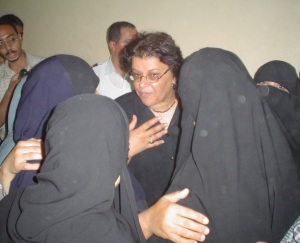 Aida Seif el-Dawla meets with families of detained Islamists, 2005 (@ Nora Younis)