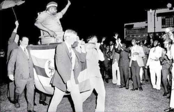 He ain't heavy, he's my Big Brother: 1975, Idi Amin forces British businessmen in Uganda to serve as colonial bearers as he enters a diplomatic party. A Swede is holding the umbrella.