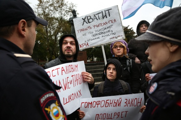 September 24 demonstrators confront police: © Novaya Gazeta, Margaret Horn