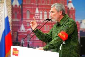 Zhuravlyov, in full drag, addresses a Rodina rally