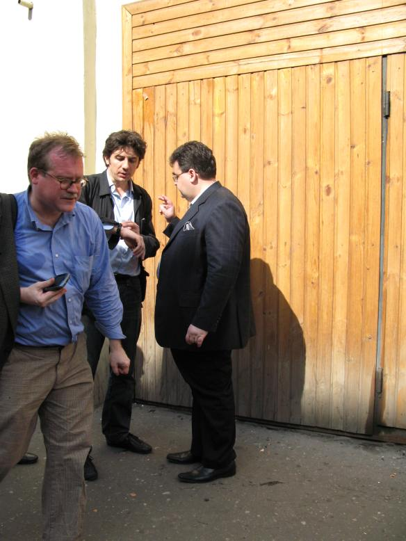 Outside Tverskoia police station, central Moscow, May 27, 2007. That's me in the foreground; my expression probably indicates my opinion of Aleksei Mitrofanov (R), talking to MEP Marco Cappato in the background.