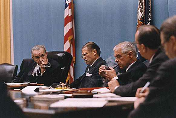 McNamara (center) in a cabinet meeting with Lyndon Johnson (left), 1968