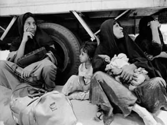 Palestinians at the Kuwait border await deportation after the Gulf War, 1991: Palestinian refugees at Kuwaiti border waiting to be deported, 1991. © Isabel Ellsen, Corbis