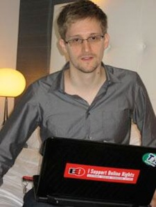 Edward Snowden in exile, with sticker on his computer supporting the Tor Project: from nyti.ms/18oyv9Y