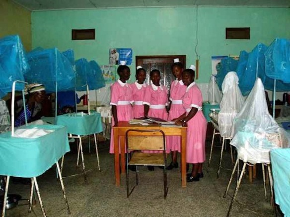Student nurses in the caesarean section ward of Rukungiri hospital, 2007: ©  Patricia Hopkins, ABC news (Australia)