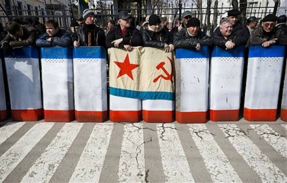 Ethnic Russian self-defense forces stand in front of a government building, Simferopol, Crimea, March 2014. Photo: AFP