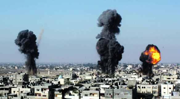 Israeli missiles strike Rafah, southern Gaza Strip, on July 9, 2014. Photo: AP.