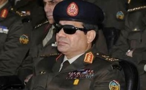 I see you: Sisi in full regalia