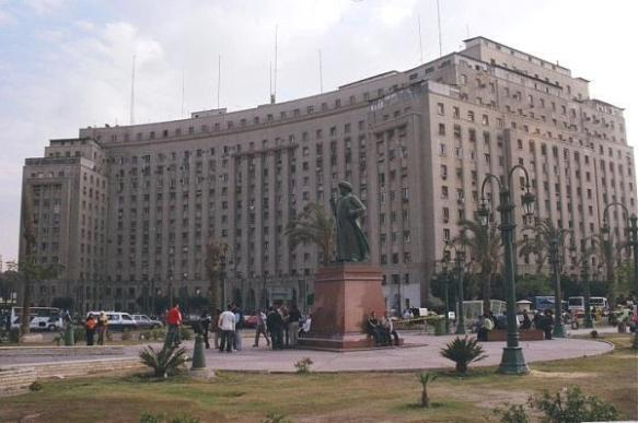 The massive Mugamma adminstration building in Midan Tahrir: Photo from Wikipedia