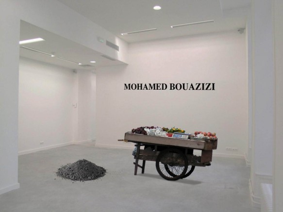 """Hommage a Mohamed Bouazizi,"" installation, 2012. Photo: www.efferlecebe.fr"