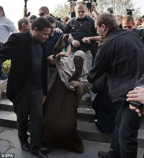 Police arrest a woman under the new law against wearing the niqab in public, Paris, April 12, 2011. Photo: European Press Agency