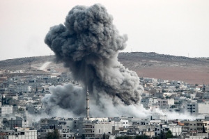 Smoke rises from Kobane after a US airstrike, October 18, 2015. Photo: Getty
