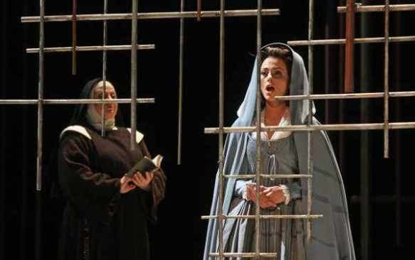 Isabel Leonard (R) and Elizabeth Bishop in the Metropolitan Opera's production of Dialogues des Carmélites. Photo: Hiroyuki Ito for The New York Times